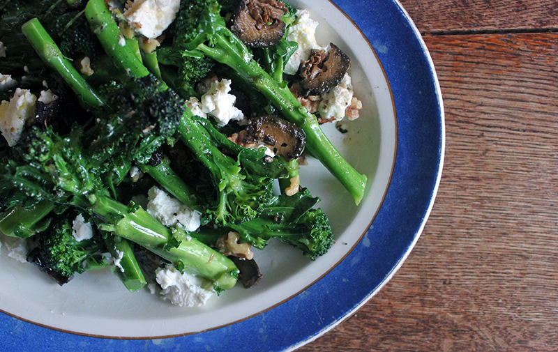 Supergreen Broccoli, Goats Cheese and Walnut Salad Tess Ward Vegetarian Healthy Recipe Food Christmas New Year Diet
