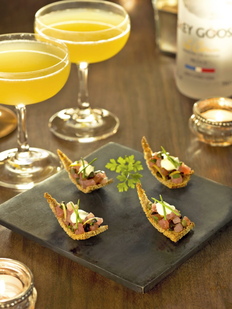 Tuna Tartare with rye bread paired with GREY GOOSE Fruit Des Fêtes