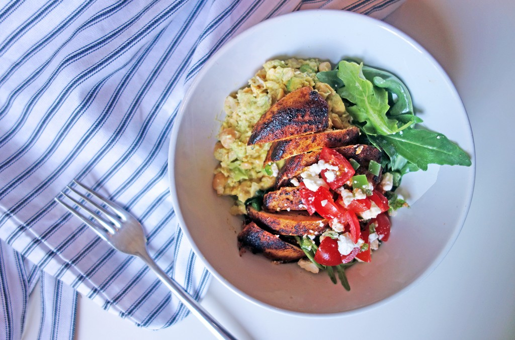Turmeric Chicken, Tess Ward, salad bowl, chickpea, avocado, mash, light, diet, easy, simple, fast